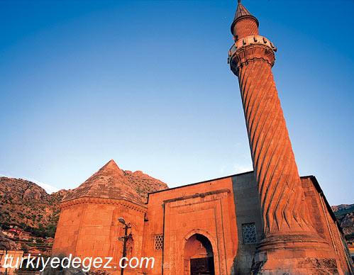 Burmalı Minare Camii