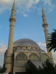 Şeyh Şamil Camii ve Türbesi