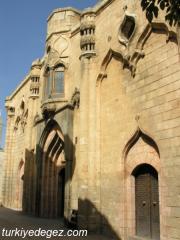 Fırfırlı Camii(On İki Havari Kilisesi)
